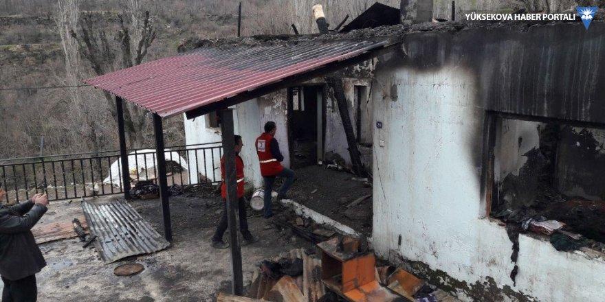 Kızılay evi yanan aileye sahip çıktı
