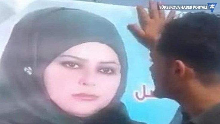 Kadın adayın posterini öptü, aşiret tartışması çıktı