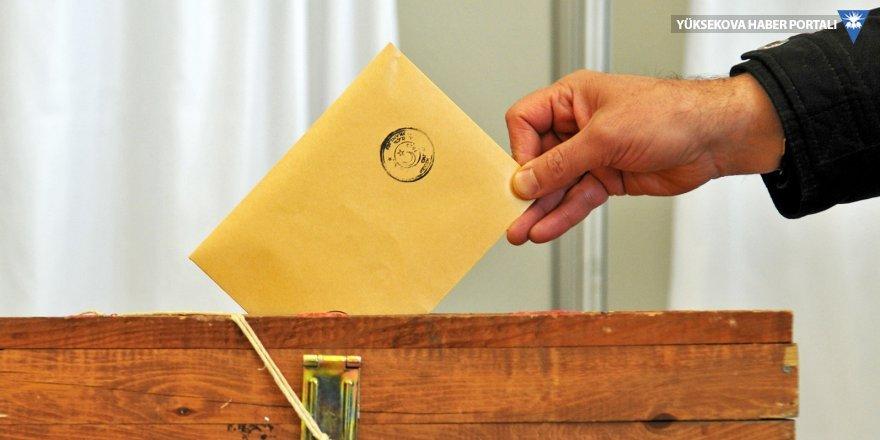 İki büyükşehir belediye başkanı istifa etti