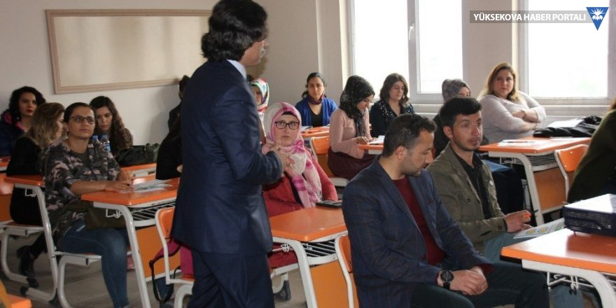 Gönüllü öğretmenler Hakkari'de eğitim verdi