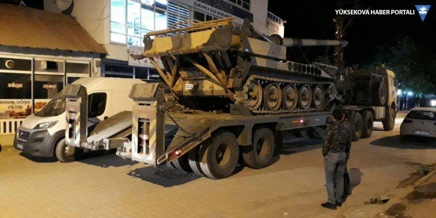Çukurca'da Irak sınır boyuna obüs sevkıyatı