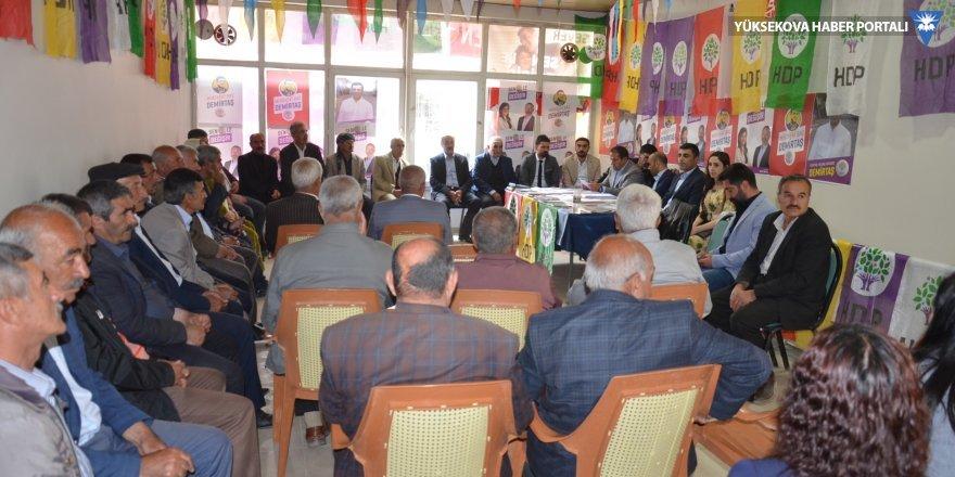 HDP'nin adaylarından Yüksekova'daki seçim bürosuna ziyaret