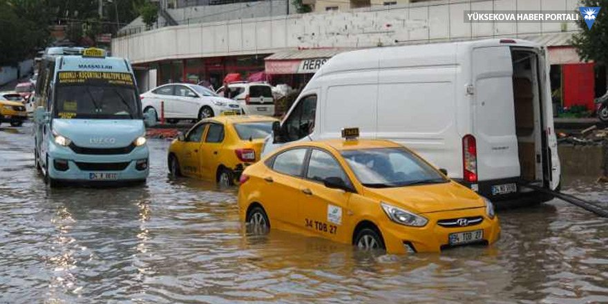 İstanbul'u 15 dakikada sel bastı