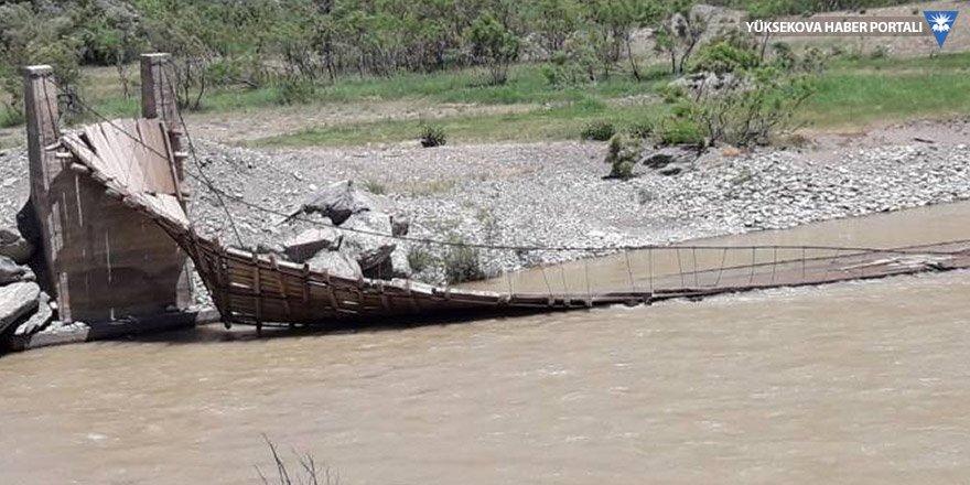 Asma köprü yıkıldı