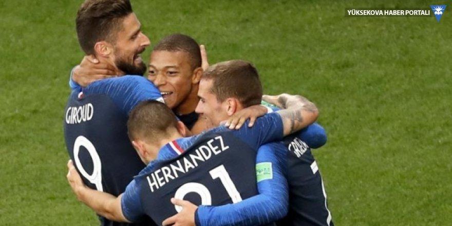 Fransa'yı Mbappe sırtladı; Peru, Dünya Kupası'nda havlu attı
