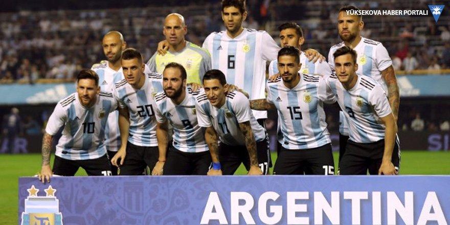 Arjantinli futbolcular hocalarının sahaya çıkmasını istemiyor!