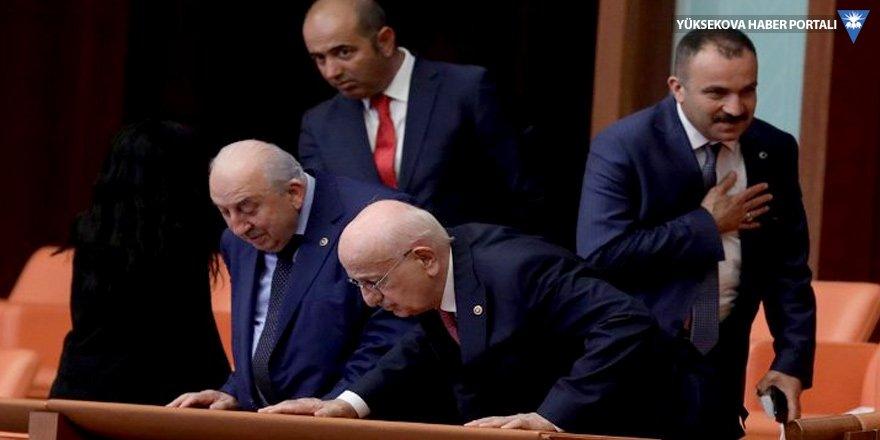 İsmail Kahraman Meclis'ten gitmiyor