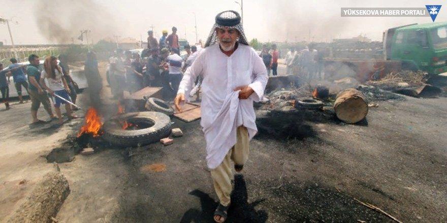 Irak ayakta: Basra'da eylemciler hükümet binasını bastı