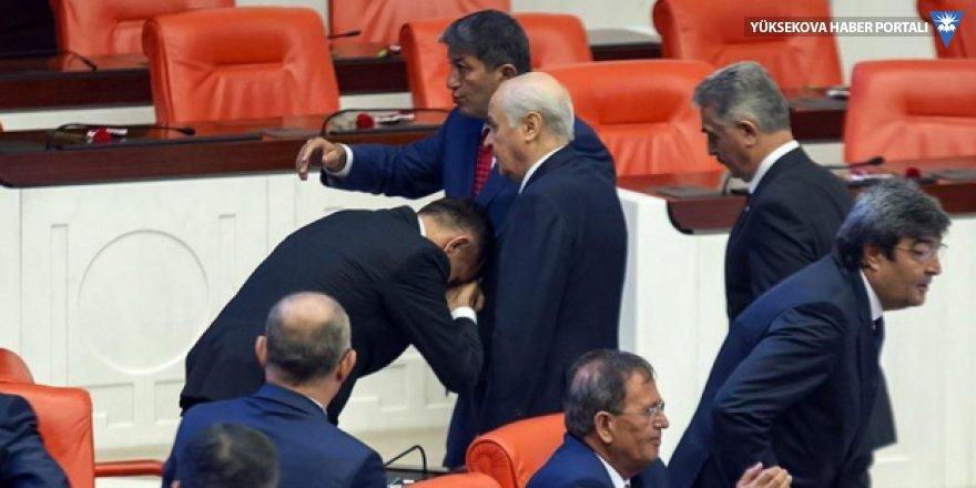 İyi Parti'de Bahçeli'nin elini öpen milletvekili liste dışı