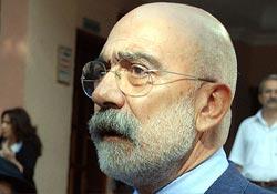 Altan: Darbe belgelerini yayınlamak gazetecilik görevidir