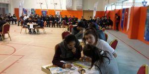 Hakkari'deki bilgi yarışmasında Yüksekova İsmet Alkan Anadolu Lisesi birinci oldu