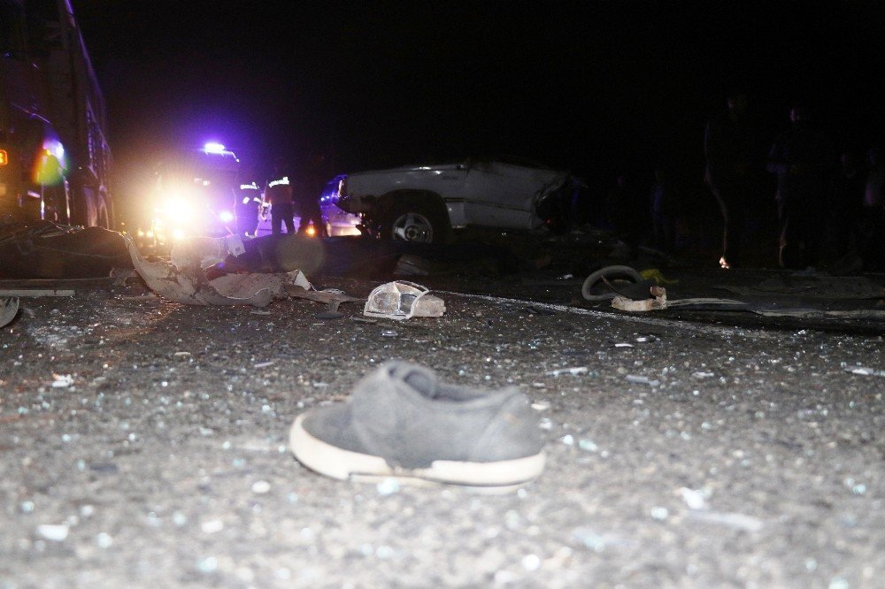Diyarbakır'daki feci kazada otomobil ikiye ayrıldı: 2 ölü, 2 yaralı