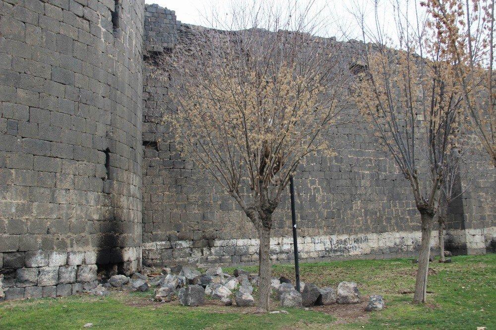 Diyarbakır'da tarih 'dökülüyor'