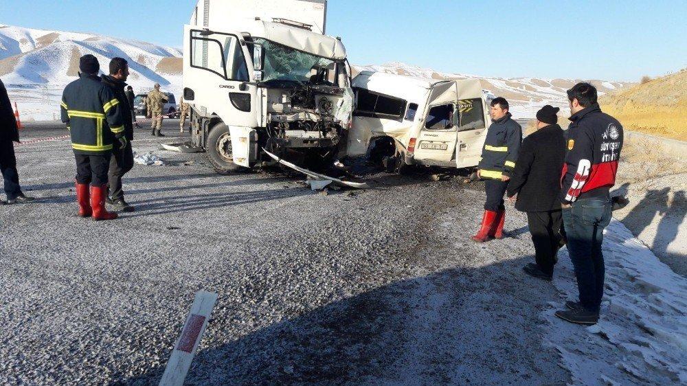 Van'da trafik kazası: 8 ölü, 2 yaralı