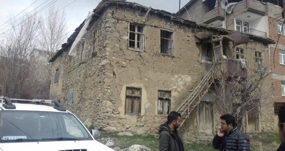 Hakkari'de eski yapılar yıktırılıyor