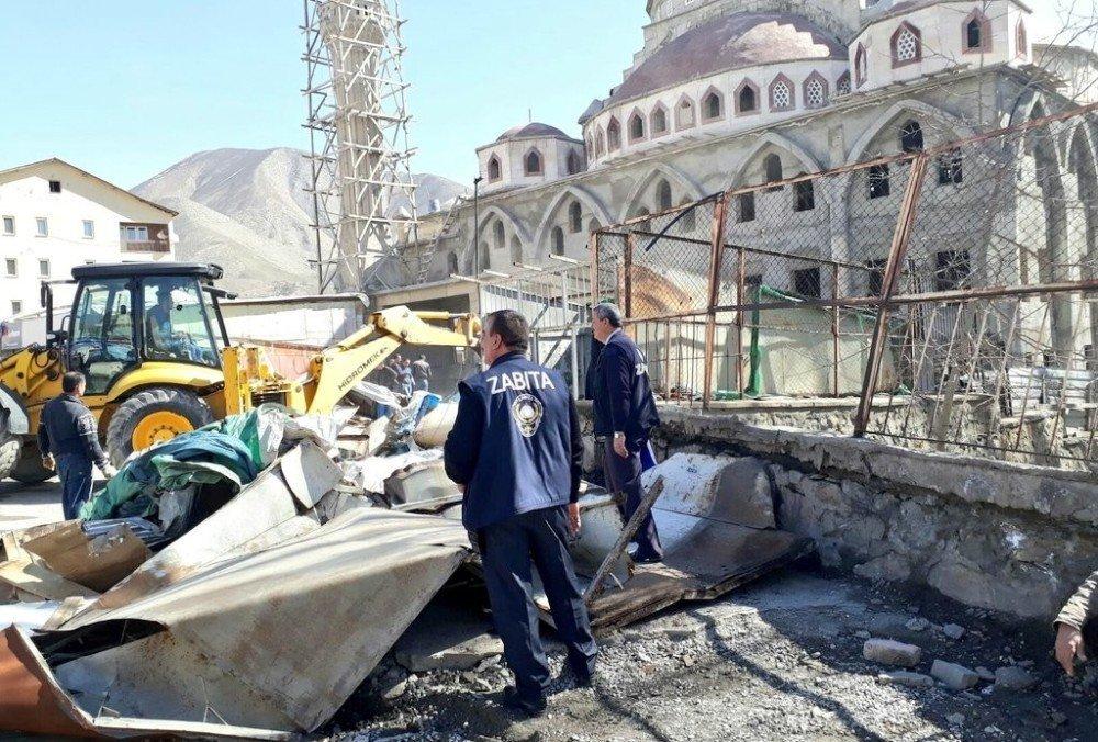 Hakkari'de 'kaçak yapılar' kaldırıldı