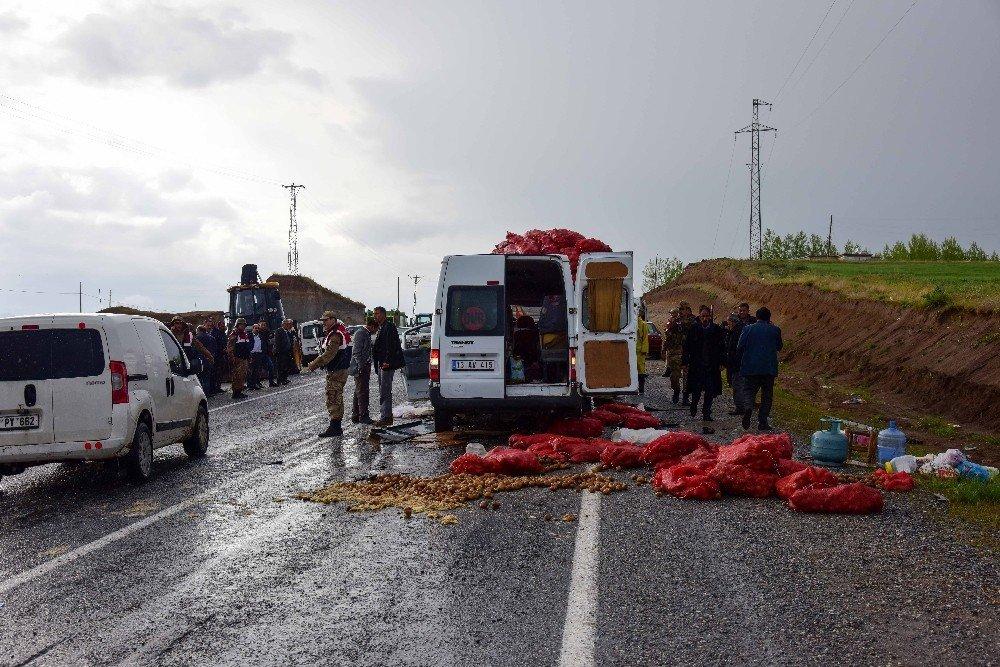 Bitlis'te trafik kazası: 2 ölü, 10 yaralı