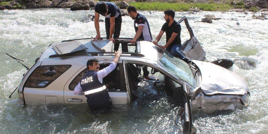 Yüksekova'da feci trafik kazası