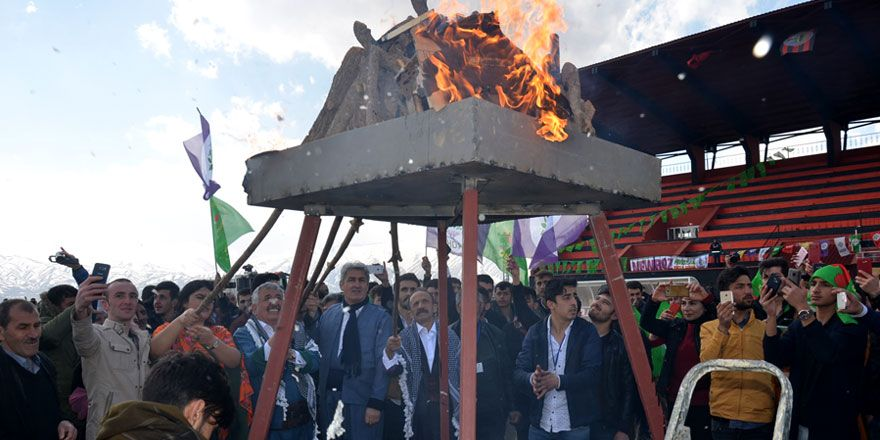 Yüksekova'da Newroz kutlandı