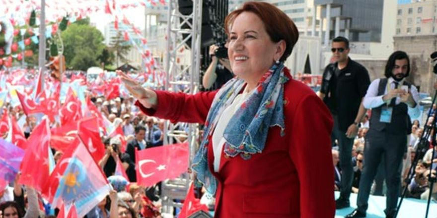 Meral Akşener'den Erdoğan taklidi!